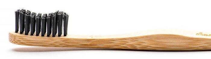 Zwarte bamboe tandenborstel