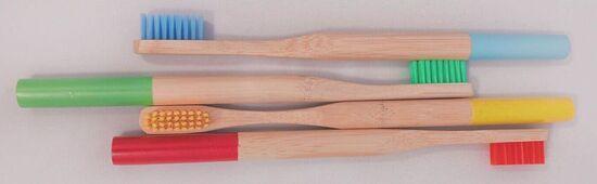 Bamboe tandenborstels van Verteco in de kleuren rood groen geel en blauw